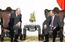 Prime Minister welcomes former Canadian PM