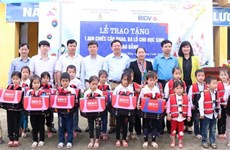 Cao Bang students get support