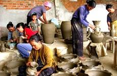 Khanh Hoa: ceramic, brocade exhibition highlights Cham culture