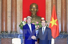 President urges Kerry to continue backing Vietnam-US ties