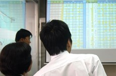 Money flees blue chips, markets down