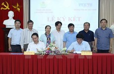 Labour Confederation, Vietnam News Agency ink cooperation deal