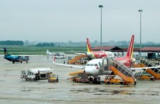 Noi Bai airport tells airlines to reduce delays
