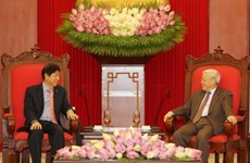 Vietnamese Party, Government leaders meet Singapore's PAP chief