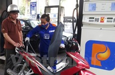 Petrol prices drop by over 400 VND per litre