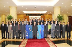 Party chief meets heads of Vietnam's overseas rep offices