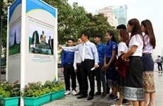 Photo exhibition highlights Vietnam-Laos traditional relations