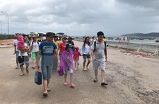 Tourists stranded on Co To island come ashore safely