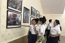 Images of Laos go on display in Hanoi