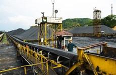 Major energy firms woo investors