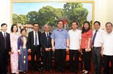 Hanoi Party official receives Baha'i community