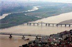 Hanoi plans 14 new bridges crossing Red, Duong Rivers