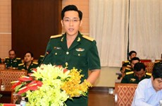 Young Vietnamese, Cambodian military officers hold exchange