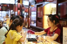 Domestic gold prices fall sharply