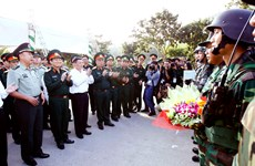 Officers of Vietnam, China central military commissions hold talks