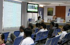 VN-Index recovers but trading slow