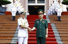 Indian Chairman of Chiefs of Staff Committee visits Vietnam