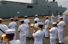 Two Australian navy ships visit Philippines