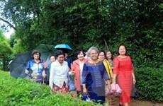 Vice NA Chairman greets former Vietnamese teachers in Thailand