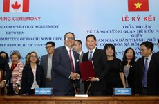 HCM City, Toronto ink deal to boost cooperation