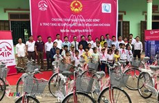 Bicycles presented to poor students in Binh Thuan
