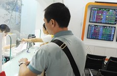 VN Index falls on intraday selling