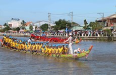 Khmer people celebrate Ok Om Bok festival