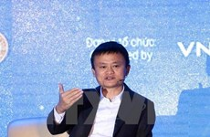 Billionaire Jack Ma talks with Vietnamese students