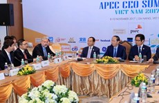 APEC 2017: President meets with leaders of US firms