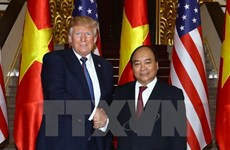 PM Nguyen Xuan Phuc meets President Trump in Hanoi