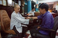 Buddhist monks offer free traditional treatments