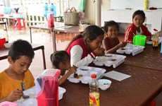Sharing brings happiness: cheap meals for the poor