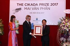 Poet Mai Van Phan receives Swedish prize