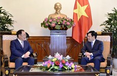 Deputy PM Pham Binh Minh receives Taekwang leader