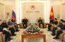 General staff chief Phan Van Giang meets Russian naval commander