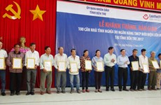 Ben Tre hands over 100 houses to policy beneficiaries