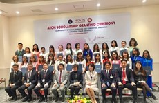 Vietnamese students receive AEON Scholarships
