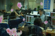 Shares fall on market volatility fears