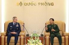 General staff chief Phan Van Giang greets US Pacific Commander