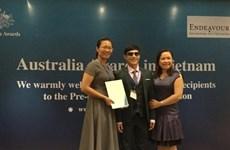 Blind teacher wins top scholarship for social work