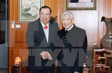 Lao leader visits former Vietnamese Party chiefs