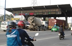 Cut toll booths, road fees: transport firms