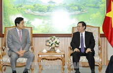 Deputy PM calls for Korean group's investment in finance