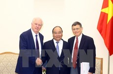 Prime Minister Nguyen Xuan Phuc receives Harvard professors