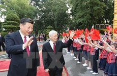 Leaders congratulate on Vietnam-China diplomatic ties