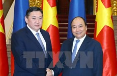 PM Nguyen Xuan Phuc welcomes Mongolian Parliament Chairman