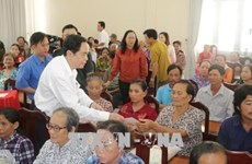 Tet gifts for national revolutionary contributors
