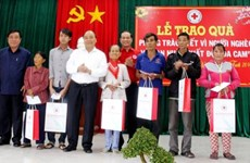Scholarships, gifts given to people in need ahead of Tet