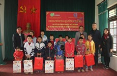 Tet gifts for underprivileged children in Vinh Phuc