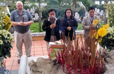US veterans hand over records of martyrs' remains in Quang Tri